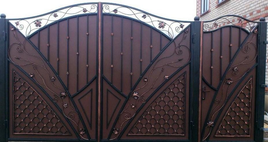 Кованые ворота распашные с калиткой Цена: 12800 руб/м2