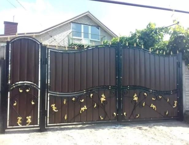 Кованые ворота распашные с калиткой Цена: 10500 руб/м2