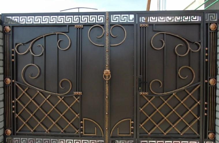 Кованые ворота распашные с калиткой №74 Цена: 12300 руб/м2