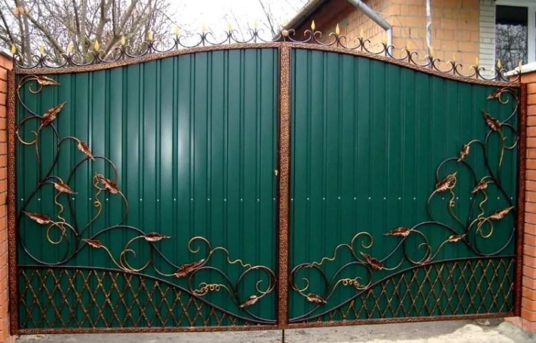 Кованые ворота распашные с калиткой зеленые Цена: 10500 руб/м2