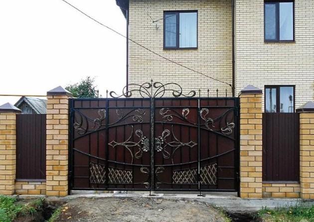 Кованые ворота распашные с калиткой №78 Цена: 11300 руб/м2