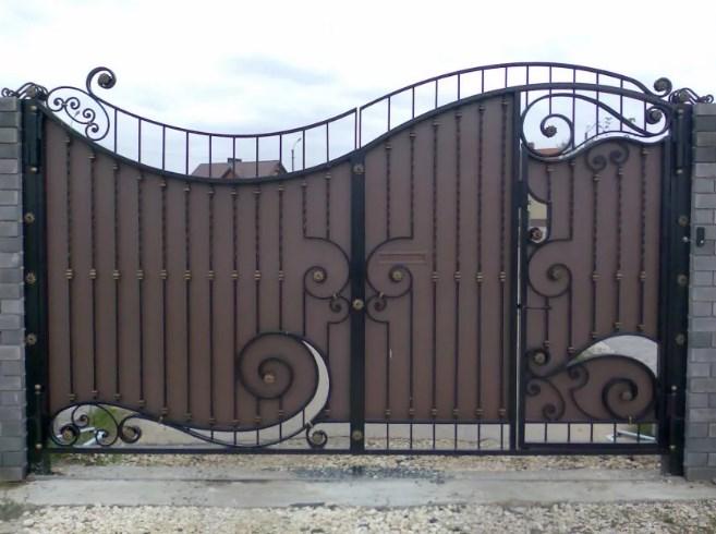 Кованые ворота распашные с калиткой №69 Цена: 10600 руб/м2