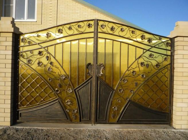 Кованые ворота распашные с калиткой №38 Цена: 13500 руб/м2