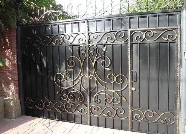 Кованые ворота распашные с калиткой №78 Цена: 10900 руб/м2