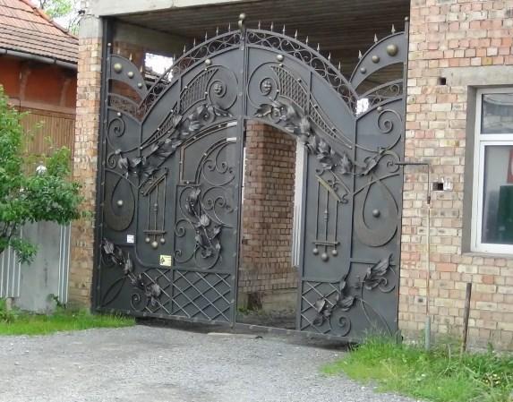 Кованые ворота распашные с калиткой №75 Цена: 15600 руб/м2