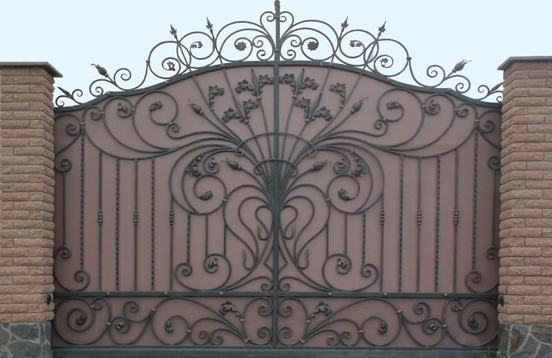 Кованые откатные ворота с короной Наковали