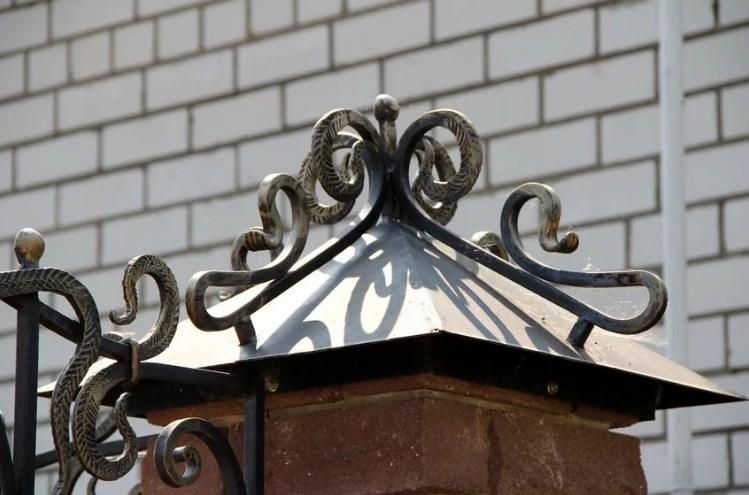 Кованые колпаки на забор от Наковали