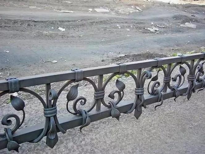 Кованый заборчик для клумбы Наковали