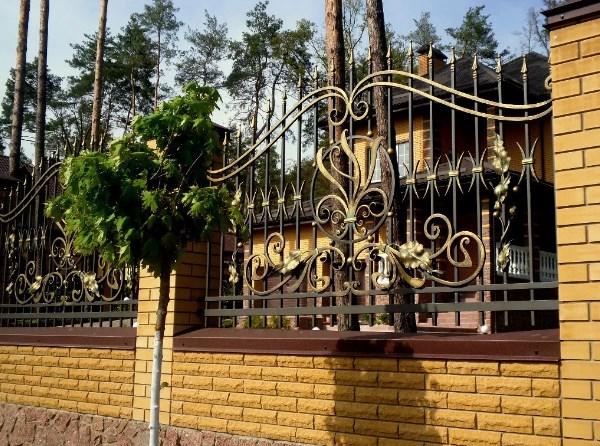 Кованный забор декоративный цена от Наковали