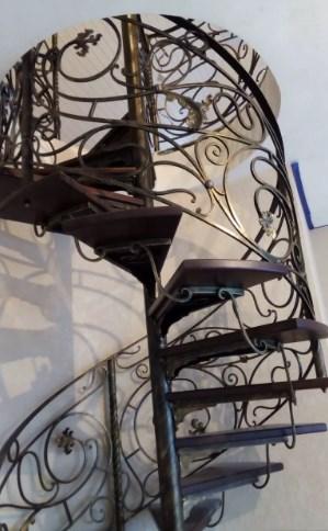 Кованая винтовая лестница цена Наковали