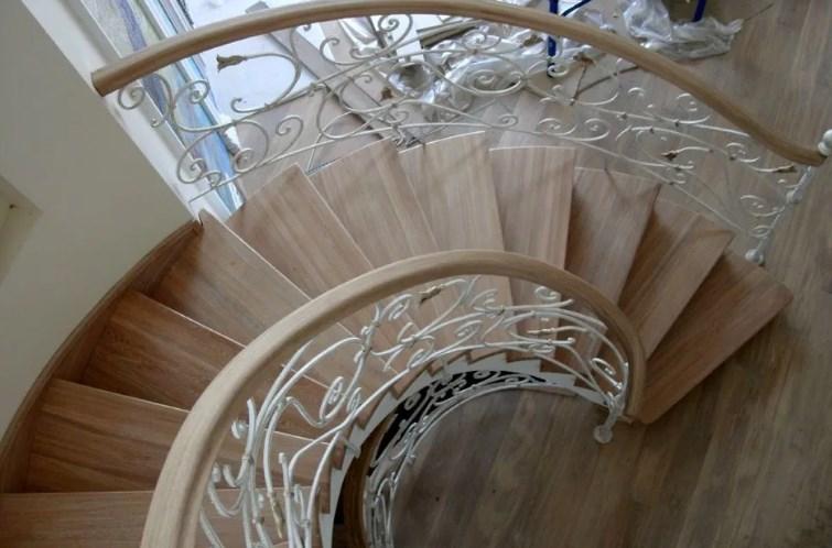 Кованая спиральная лестница белая цена от Наковали