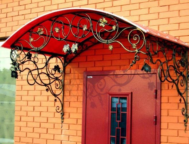 Кованый козырек красный с виноградной лозой, фото цены от Наковали