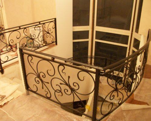 Кованые перила для лестницы 11