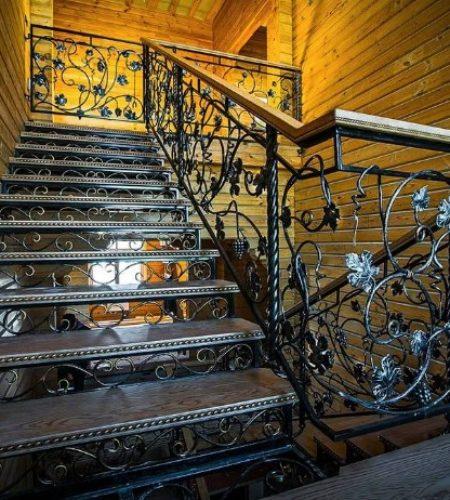 Металлокаркас лестницы с ковкой наковали 2