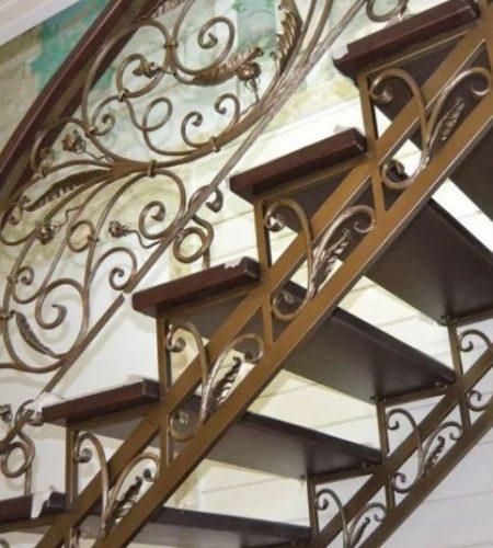 Металлокаркас лестницы с ковкой наковали 4