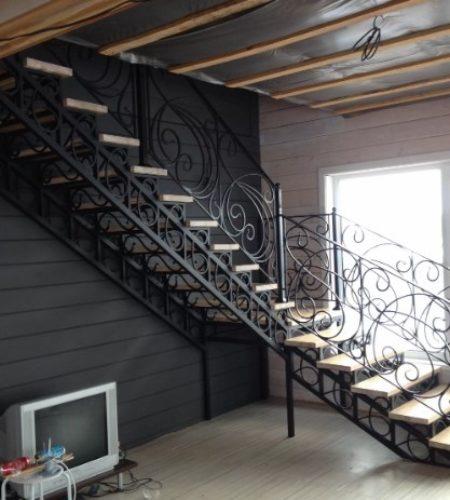 Металлокаркас лестницы с ковкой наковали 8