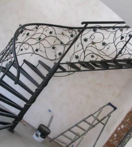 Металлокаркас винтовой лестницы с ковкой наковали 1