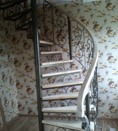 Металлокаркас винтовой лестницы с ковкой наковали 2