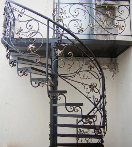Металлокаркас винтовой лестницы с ковкой наковали 4