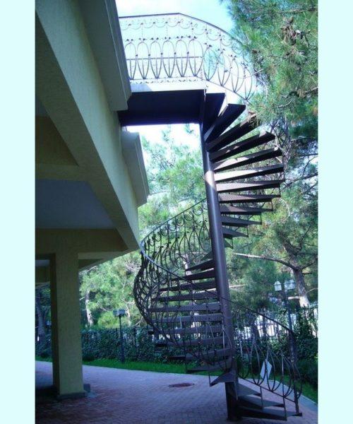 Винтовая кованая лестница 21