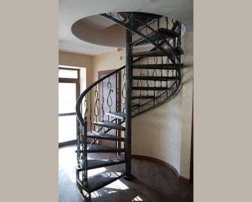 Винтовая кованая лестница 4