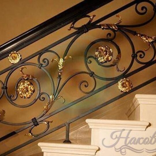 Кованые перила с цветами для лестницы от Наковали